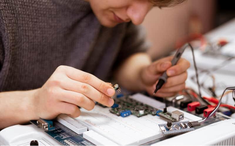 oferta pracy elektronika iet